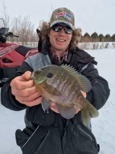 pete_maina_fishing-in-winter