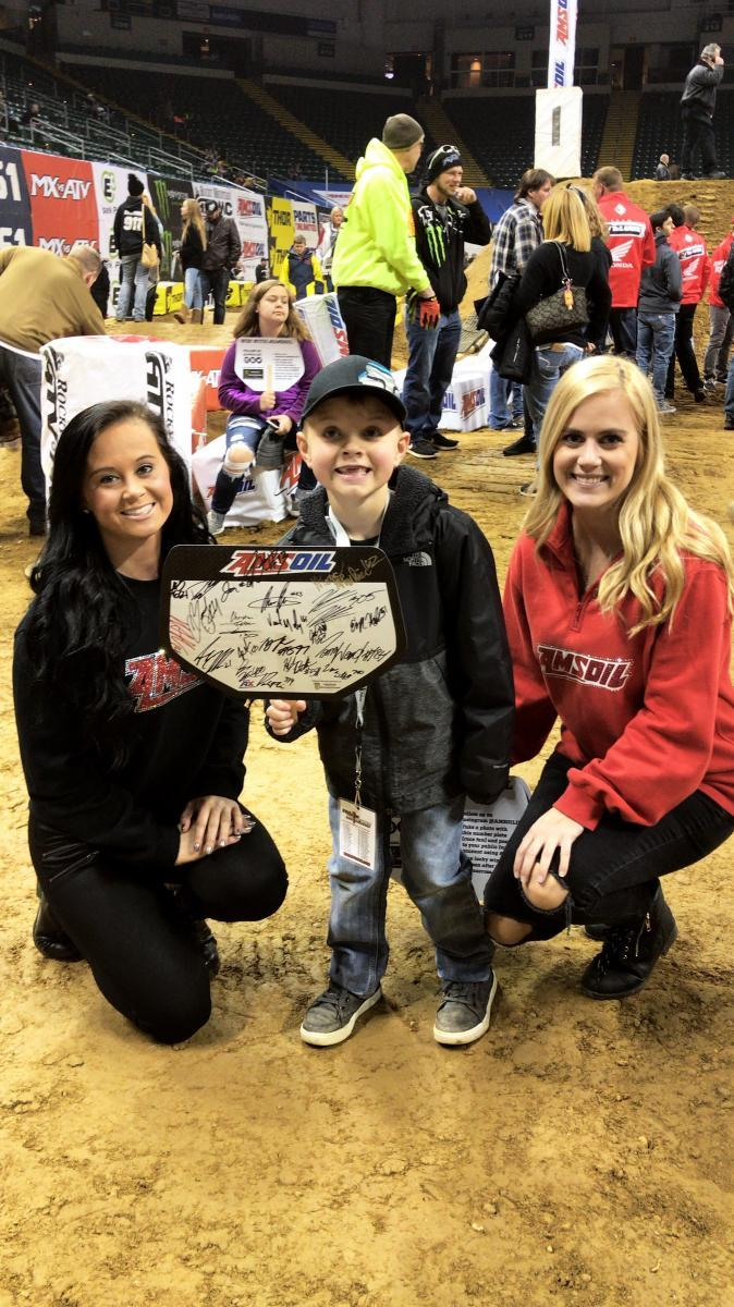 amsoil girls with a fan